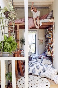 love this, no matter how old we get a bunk bed like this is fun and even luxurious. Using small spaces.