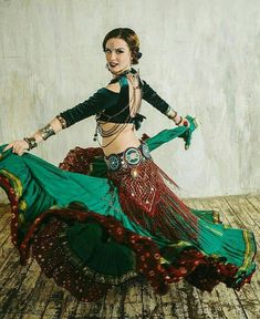 Belly Dancing Classes Fresno Ca Tribal Fusion, Danza Tribal, Tribal Belly Dance, Belly Dance Makeup, Salsa, Tribal Costume, Belly Dancing Classes, Renaissance Fair, Belly Dance Costumes