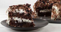 Τούρτα black forest από τον Άκη Πετρετζίκη. Φτιάξτε μια από τις καλύτερες τούρτες με παντεσπάνια και γλυκό του κουταλιού βύσσινο! Ιδανική για τούρτα γενεθλίων!
