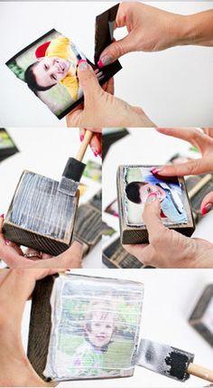 Vous pouvez également faire du collage sur du bois avec de petites images, ou des images recadrées, et créer vous-même un bloc photo.