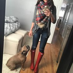 28 ideas hunter boats outfit winter rainy days plaid scarf for 2019 Red Hunter Boots, Hunter Boots Outfit, Red Boots, Outfits With Hunter Boots, Fall Boots, Fall Winter Outfits, Autumn Winter Fashion, Spring Outfits, Casual Winter