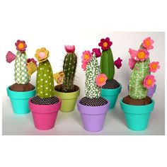 DIY Gifts Ideas 2017 / 2018 cactus pin cushions -Read More – Felt Crafts, Diy And Crafts, Arts And Crafts, Deco Cactus, Cactus Craft, Paper Cactus, Craft Projects, Sewing Projects, Crochet Cactus