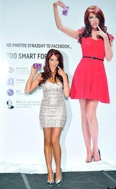 """Bonus track: ¿Dije anuncios antiguos? Corrijo, esta cámara digital de Samsung es """"Demasiado inteligente para Amy"""". Año del anuncio: 2012."""
