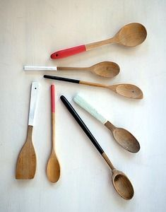 Painted Spoons would make fun kitchen wall art and would be an easy DIY project