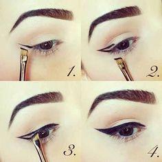 4 steps winged eyeliner
