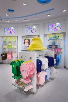 The award-winning Peeps Flagship Store incorporates a playful presentation of the Puck System, both on the walls and as various floor units.