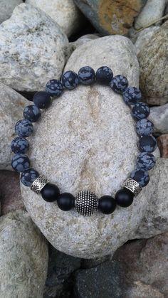 Bracelet unisexe monté sur fil élastique en pierres semi précieuses d'obsidiennes et onyx de la boutique dBrobijoux sur Etsy