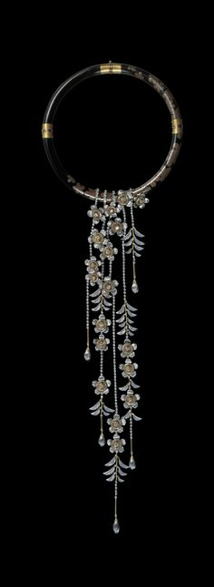 by Nobuko Ishikawa, born and raised in Japan. From the 1960s until her death in 2012, she continued to evolve jewelery in a spirit of Japanese traditions, highlighting Japanese femininity, delicate and discreet.