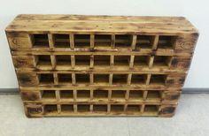 Das Weinregal wird aus Europaletten gefertigt. 5 Etagen geflammt. Die Maserung und die Risse des Holzes wurden natürlich belassen, um den Charakter des Holzes beizubehalten. Jetzt bei Dawanda kaufen
