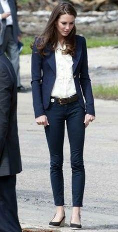 Kate Middleton + calça jeans cigarrete