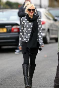 Dots + black ponte pants. #Cute #LoveGwen