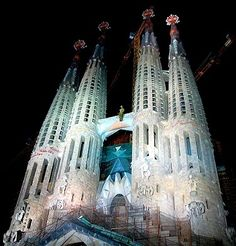 Spectacular Sagrada Familia at night in #Barcelona, #Spain! One of our favorite buildings! See more: http://www.gypsynester.com/sagradafamilia.htm #architecture