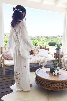 Isla Bonita Embroidered Kimono - White