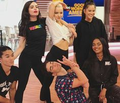 On Good Morning America once again the Descendants 2 cast returns to speak and to give them wicked poses of the movie !!! #Descendants2 #DisneyChannel #Legendary