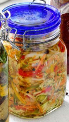Przepis na sałatkę z cukinii. How To Eat Paleo, Food To Make, Grill Party, Czech Recipes, Salad In A Jar, Polish Recipes, Polish Food, Meals In A Jar, Canning Recipes