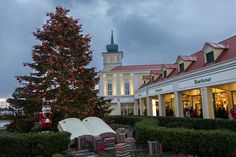 Save up to on a great range of designer brands at McArthurGlen Designer Outlet Parndorf. Visit our website now to find out more. Shopping Day, Christmas Shopping, How To Find Out, Branding Design, Best Gifts, Gift Ideas, Mansions, Night, House Styles