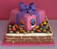 Gestapelde Sinterklaas taart door Cakes by Jose.