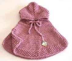 Poncho Making And Models For Girls – Knitting And We Baby Hats Knitting, Baby Knitting Patterns, Knitting Designs, Toddler Poncho, Kids Poncho, Baby Pullover, Baby Cardigan, Knitted Poncho, Knitted Hats