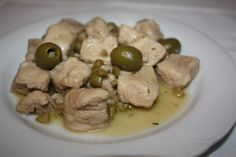 Carne cu măsline verzi - Gust și Aromă Garlic, Meat, Chicken, Vegetables, Recipes, Food, Recipies, Essen, Vegetable Recipes