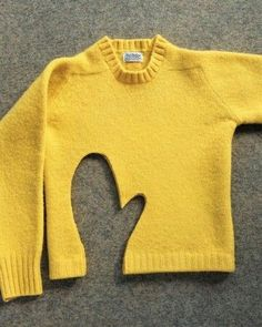 One-of-a-Kind Woolen Gifts - Martha Stewart Crafts Mittens from a shrunken sweater. Sewing Hacks, Sewing Crafts, Sewing Projects, Fabric Crafts, Craft Projects, Old Sweater, Wool Sweaters, Sweater Mittens, Recycled Sweaters