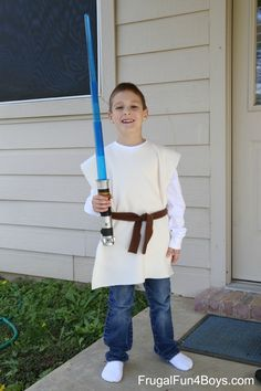 Star Wars Lightsaber and No-Sew Jedi Costume Gift Idea