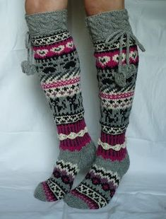 Here& the promise I made for your previous post socks, please! Crochet Socks, Knitting Socks, Hand Knitting, Knit Crochet, Sock Crafts, Wool Socks, Fair Isle Knitting, Knitting Patterns Free, Mittens