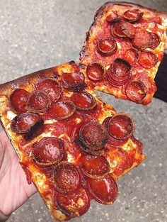 You get the first slice who gets the second one? Prince St Pizza, Pineapple Fanta, Cold School Lunches, Daily Pizza, Four A Pizza, Food Wallpaper, Food Cravings, Pizza Recipes, Junk Food