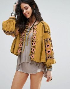 46 Comfy Boho Outfit Ideas To Look Cool This Spring - Bohemian girls combine function and fashion as well as are tremendously earth conscious. Distressed rayon stonewashed maxi dresses in medieval renaiss. Ethno Style, Hippie Style, Bohemian Style, Boho Chic, Hippie Gypsy, Boho Outfits, Trendy Outfits, Bohemian Blouses, Bohemian Dresses