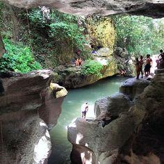 Cueva Los Arenales o conocido también como charco azul (en Vega Baja, Puerto Rico)