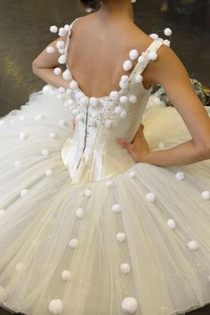 "Snowflake tutu, from ""The Nutcracker"" Ballet. The Dance of the Snowflakes is my favorite. Tutu Ballet, Ballet Dancers, Ballet Shoes, Ballet Feet, Pointe Shoes, Ballerina Dress, Bolshoi Ballet, Toe Shoes, Princesa Tutu"