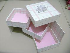 Cartonagem Diy Box Organizer, Origami, Collages, Paper Crafts, Diy Crafts, Pretty Box, Book Making, Box Design, Handmade Boxes