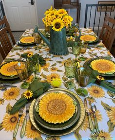 Sunflower Themed Kitchen, Fall Table Settings, Place Settings, Sunflower Design, Table Centerpieces, Table Decorations, Thanksgiving Tablescapes, Holiday Dinnerware, Lemon Decorating