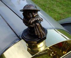 1923 Locomobile Model 48 Series VIII Sportif by Bridgeport Body Company hood ornament Car Badges, Car Logos, Bentley Speed, Car Bonnet, Bmw 507, Bugatti Type 57, Car Hood Ornaments, Vintage Gas Pumps, Pontiac Bonneville