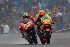 Crutchlow, best or bust. Cal tries to get past Aleix Esparago on the final straight, the different 0.02 secs.