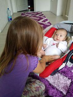 Maja Halilčević Moj mali sinčić i njegova rodica su se zaigrali i pričali i morala sam da uhvatim i zabilježim njihovu slatku komunikaciju.