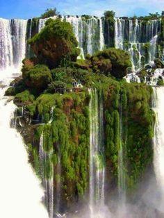 El Parque Municipal Monday y su principal atracción, los Saltos del Monday, están ubicados en el Distrito Presidente Franco, Departamento de Alto Paraná en Paraguay, ocupando una superficie de 9 hectáreas.