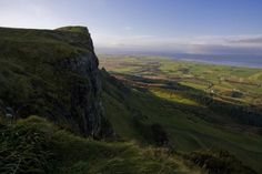 (Discover Northern Ireland) Must-visit Game of Thrones locations in Northern Ireland: Binevenagh aka Dothraki Grasslands (Binevenagh in County Derry is a mountain situated off the main Causeway Coastal Route. It was formed over 60 million years ago and boasts dramatic basalt cliffs which dominate the surrounding countryside. The breathtaking panoramic views from the mountain cover Roe Valley, the Sperrin Mountains, the North Coast and Lough Foyle to Donegal. Binevenagh was the filming...)