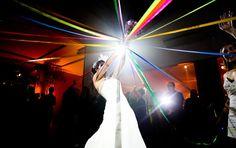 Vamos falar de tendência? Os casamentos tradicionais estão dando espaço aos modernos, desde a decoração até as vestimentas do noivo e da noiva. E como as inovações nesse tipo de evento são constantes, a nova moda que invadiu o Brasil é o buquê de fitas. Você sabe o que é? Quais as vantagens e como [...]