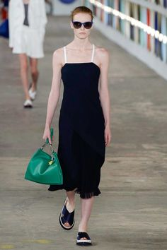 Boss Spring 2017 Ready-to-Wear Fashion Show