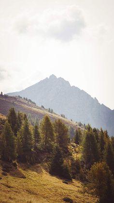 Wandern im Herbst. Die schönste Region dafür ist Südtirol! Ein wunderschöner Ort. Mehr Tipps für Meran und die Umgebung findet ihr auf www.lilies-diary.com.