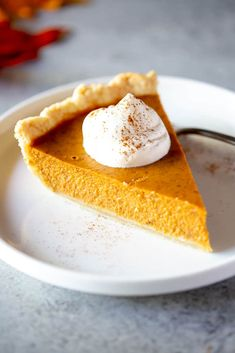 Perfect pumpkin pie with a homemade caramel pecan topping that takes this traditional pie to a whole new level! Perfect pumpkin pie with a homemade caramel pecan topping that takes this traditional pie to a whole new level! Classic Pumpkin Pie Recipe, Perfect Pumpkin Pie, Easy Pumpkin Pie, Pumpkin Pie Bars, Homemade Pumpkin Pie, Pumpkin Waffles, Vegan Pumpkin Pie, Pumpkin Pie Recipes, Pumpkin Dessert