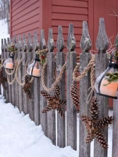 Heavy-duty rope with lanterns and pine cones in the shape of a star instead of . - Wood Design - Heavy-duty rope with lanterns and star-shaped pine cones instead of… - Country Christmas, Winter Christmas, Christmas Home, Christmas Ornaments, Christmas Porch Ideas, Pinecone Christmas Crafts, Christmas Pine Cones, Nautical Christmas, Christmas Garden