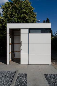 design gartenhaus / Fahrradhaus @gart - Dormagen: moderne Garage & Schuppen von design@garten