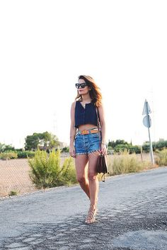 Vintage_Shorts-Cropped_Top-Lace_Up_Sandals-Outfit-Street_Style-12 by collagevintageblog, via Flickr