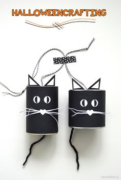Kattenbellen knutselen voor Halloween - Moodkids | Moodkids 5 Kids, Diy For Kids, Holidays Halloween, Diy Halloween, Do It Yourself Projects, Drink Sleeves, Diys, Kids Fashion, Black And White