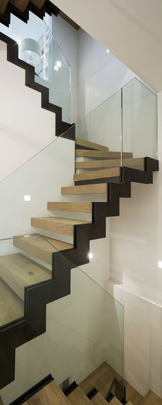 23 Ideas Open Stairs Storage Architecture For 2019 Interior Stair Railing, Timber Staircase, Staircase Handrail, Modern Staircase, Staircase Design, Staircases, Staircase Ideas, Glass Stair Balustrade, Balustrade Design