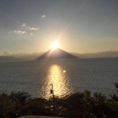 "42 Likes, 2 Comments - Sunsets in Guatemala (@sunsetsinguatemala) on Instagram: ""Sunsets in Guatemala over San Pedro Volcano. #sunsets #guatemala #seeyouinguatemala #lakeatitlan…"""