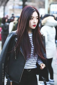 irene, red velvet, and kpop image Red Velvet アイリーン, Irene Red Velvet, Seulgi, Kpop Fashion, Korean Fashion, Womens Fashion, Airport Fashion, Park Sooyoung, Airport Style