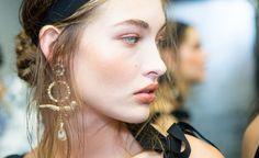 Porcelain Skin, Grace Elizabeth, Pearl Earrings, Drop Earrings, Beautiful Women, Pearls, Hair Styles, Stuff To Buy, Beauty