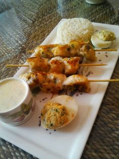 BROCHETTES DE LOTTE A LA PLANCHA Bbq Skewers, Shrimp Skewers, White Chicken Enchiladas, Algerian Recipes, Barbecue Grill, Food Inspiration, Catering, Food And Drink, Yummy Food